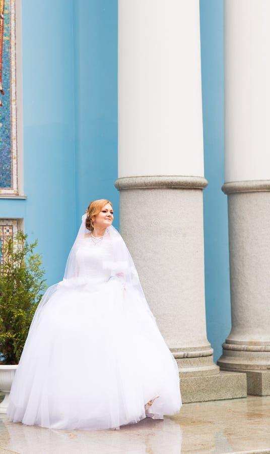 Πορτρέτο μιας νύφης στην πόλη στοκ εικόνες με δικαίωμα ελεύθερης χρήσης
