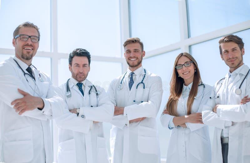 Πορτρέτο μιας ομάδας γιατρών του ιατρικού κέντρου στοκ εικόνα
