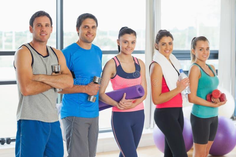Πορτρέτο μιας ομάδας κατηγορίας ικανότητας που στέκεται στη σειρά στοκ φωτογραφία με δικαίωμα ελεύθερης χρήσης