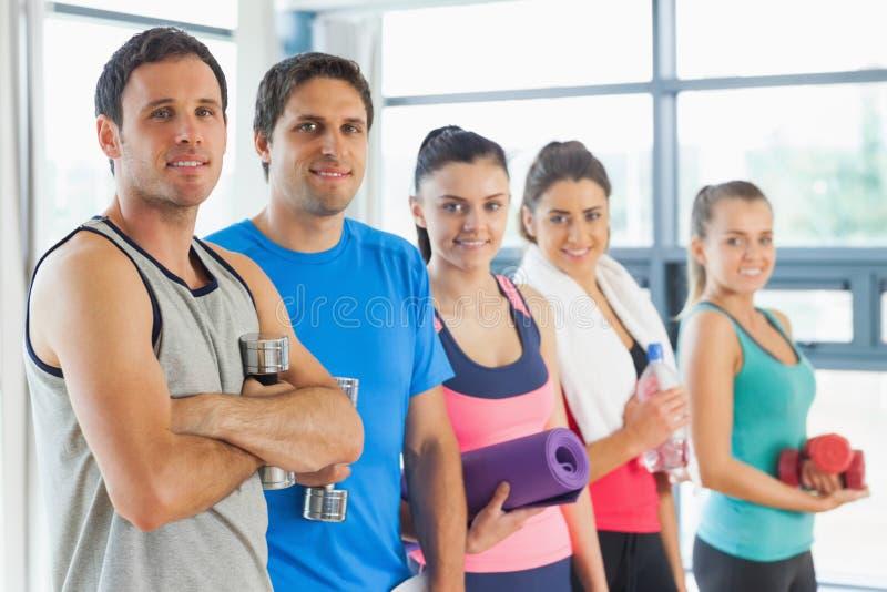 Πορτρέτο μιας ομάδας κατηγορίας ικανότητας που στέκεται στη σειρά στοκ εικόνα με δικαίωμα ελεύθερης χρήσης