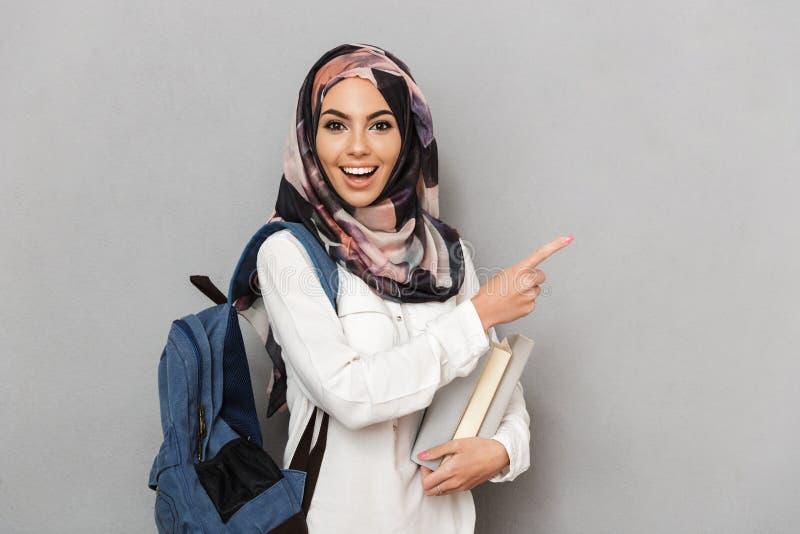 Πορτρέτο μιας συγκινημένης νέας αραβικής γυναίκας στοκ εικόνες