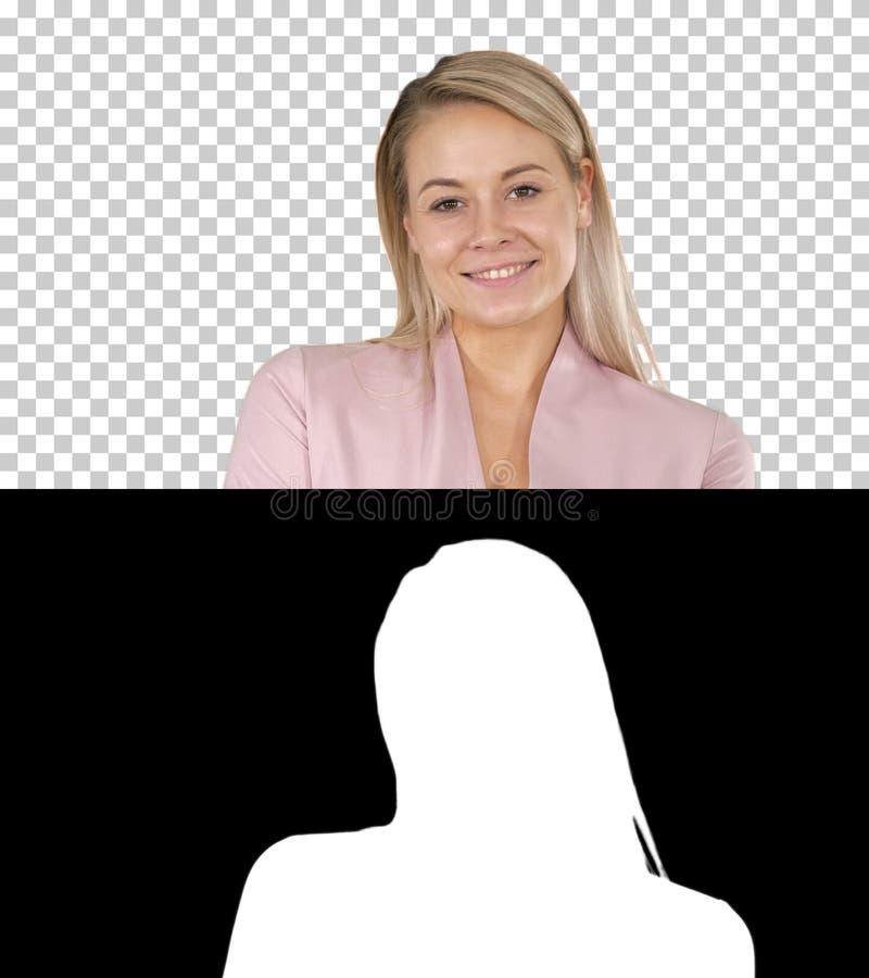 Πορτρέτο μιας χαμογελώντας ξανθής γυναίκας, άλφα κανάλι στοκ φωτογραφίες