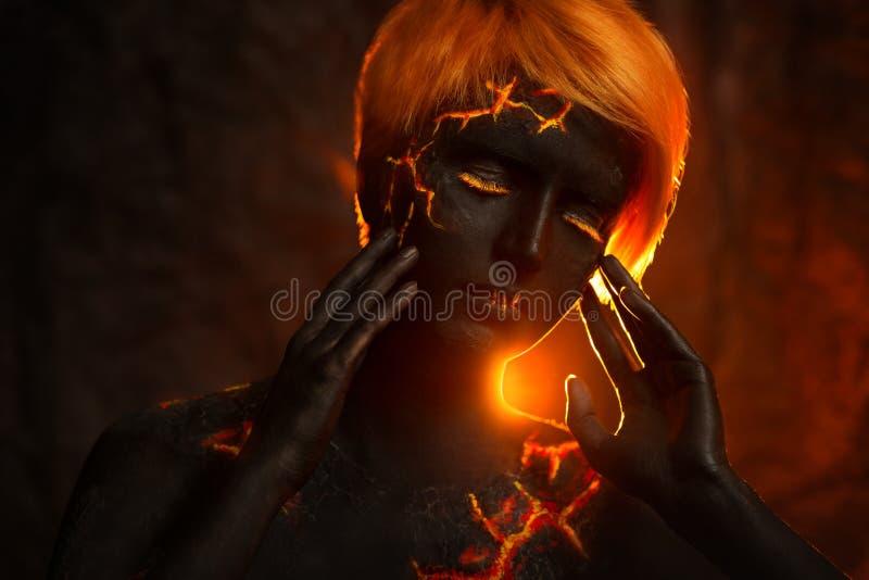 Πορτρέτο μιας όμορφης γυναίκας με τη ζωγραφική σωμάτων στοκ φωτογραφία