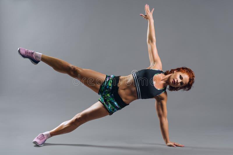 Πορτρέτο μιας όμορφης γυναίκας sportswear στοκ φωτογραφία με δικαίωμα ελεύθερης χρήσης