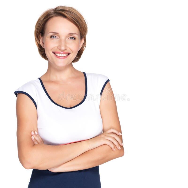 Πορτρέτο μιας όμορφης νέας ενήλικης λευκιάς ευτυχούς γυναίκας στοκ φωτογραφία
