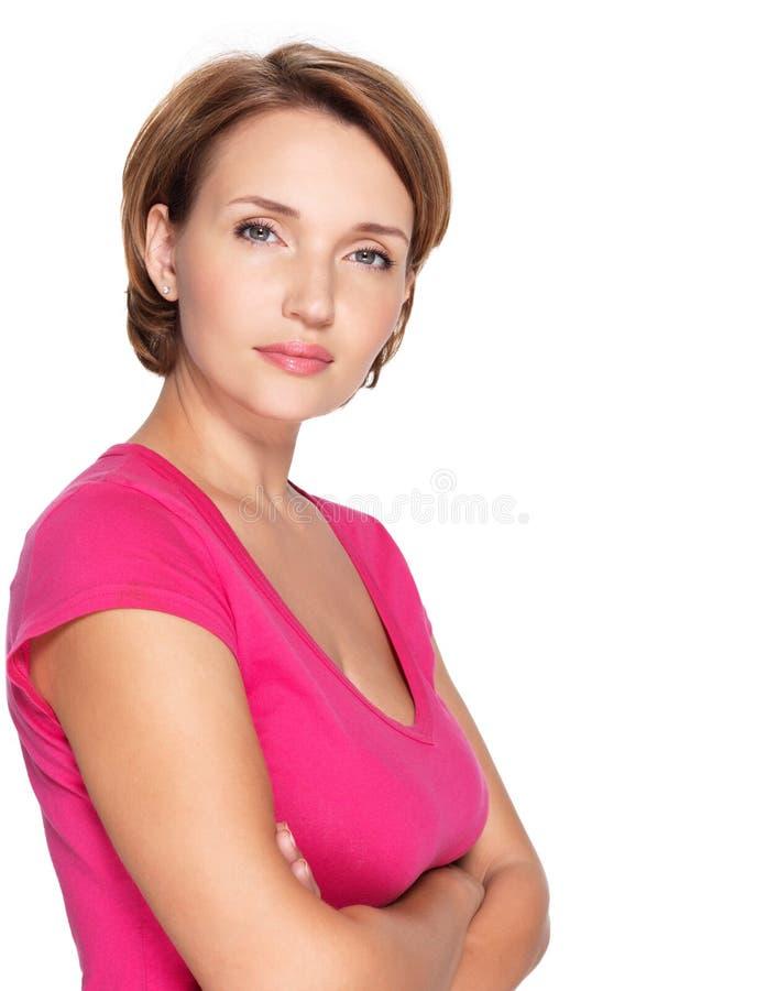 Πορτρέτο μιας όμορφης νέας ενήλικης λευκιάς σοβαρής γυναίκας στοκ εικόνες με δικαίωμα ελεύθερης χρήσης