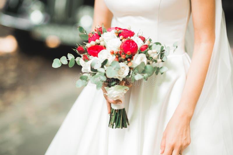 Πορτρέτο μιας όμορφης νύφης μόδας, γλυκός και αισθησιακός Ο γάμος αποτελεί και τρίχα στοκ φωτογραφίες με δικαίωμα ελεύθερης χρήσης