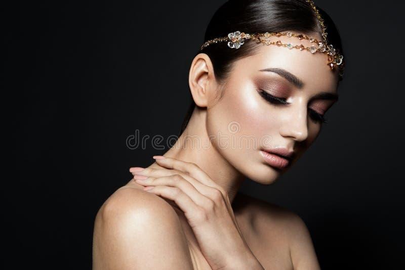 Πορτρέτο μιας όμορφης νύφης brunette μόδας στοκ εικόνες με δικαίωμα ελεύθερης χρήσης