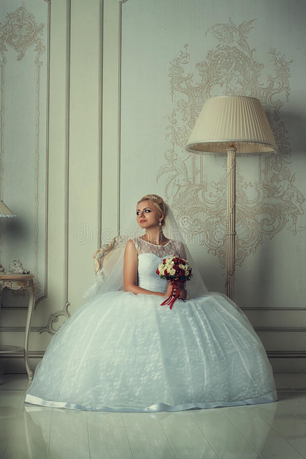 Πορτρέτο μιας όμορφης ξανθής νύφης στοκ εικόνες με δικαίωμα ελεύθερης χρήσης