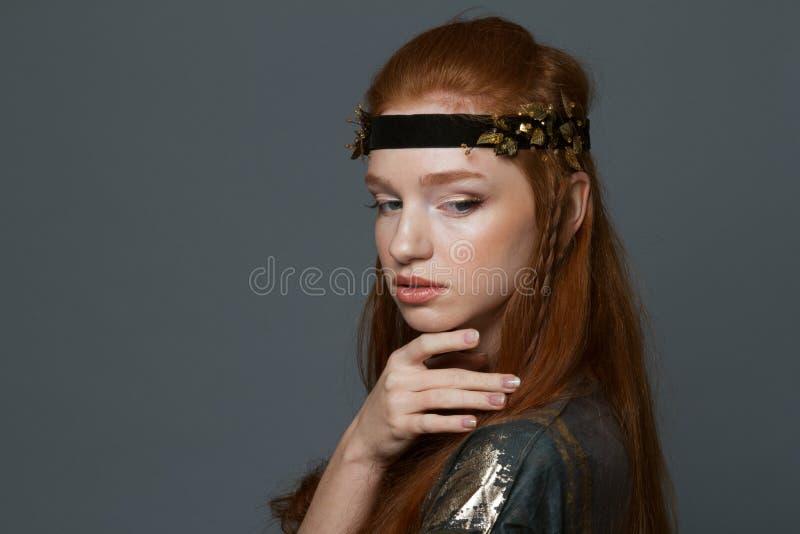 Πορτρέτο μιας redhead γυναίκας μόδας στοκ φωτογραφία με δικαίωμα ελεύθερης χρήσης