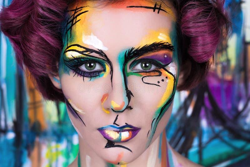 Πορτρέτο μόδας κινηματογραφήσεων σε πρώτο πλάνο faceart του νέου κοριτσιού στοκ εικόνες