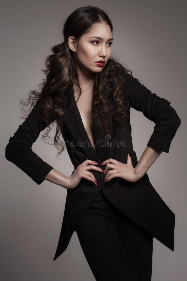Πορτρέτο μόδας της νέας ασιατικής γυναίκας στοκ εικόνα