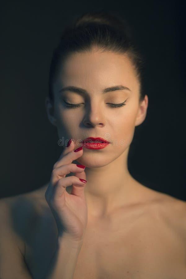 Πορτρέτο μόδας της νέας γυναίκας στοκ εικόνα