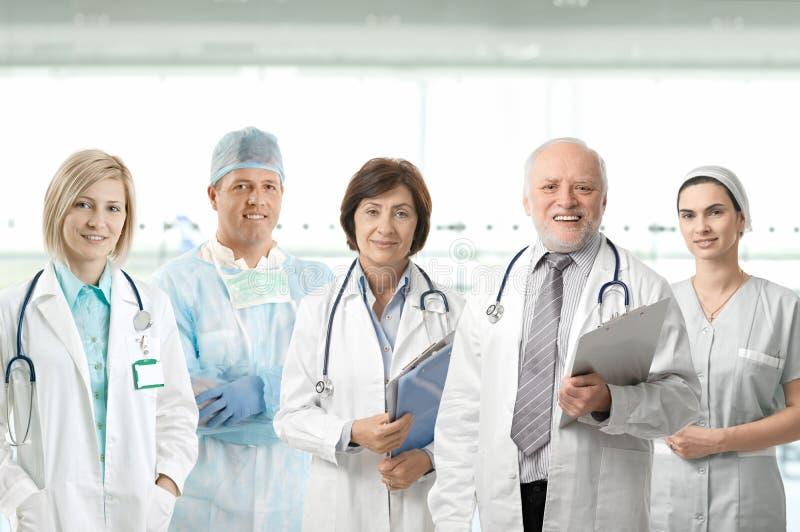 Πορτρέτο ομάδας των ιατρικών επαγγελματιών στοκ εικόνες