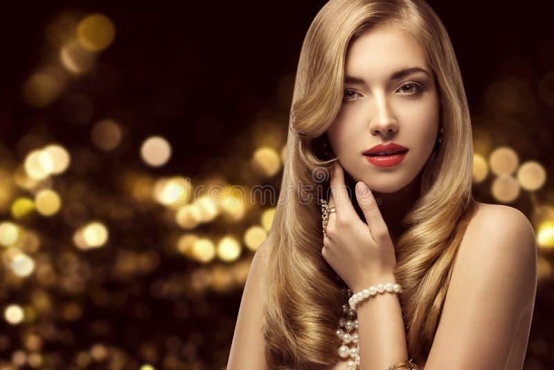 Πορτρέτο ομορφιάς γυναικών, κομψή μόδα πρότυπο Hairstyle Makeup στοκ φωτογραφία με δικαίωμα ελεύθερης χρήσης