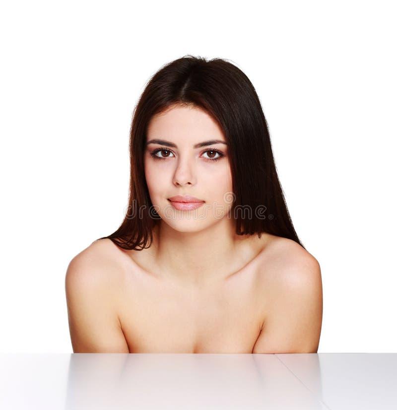 Πορτρέτο ομορφιάς ενός νέου θηλυκού προτύπου στοκ εικόνες