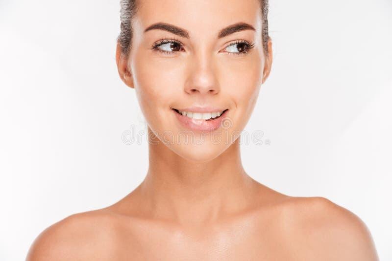 Πορτρέτο ομορφιάς μιας γυναίκας με το χείλι δαγκώματος φροντίδας δέρματος στοκ εικόνα