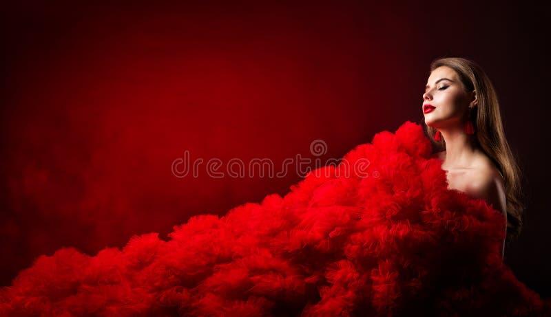 Πορτρέτο ομορφιάς, πρότυπο ύφος μόδας γοητείας, όμορφη γυναίκα στο κόκκινο φόρεμα υφασμάτων στοκ εικόνα