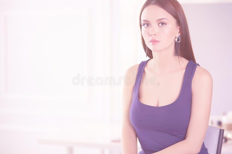 Πορτρέτο ομορφιάς του θηλυκού προσώπου με το φυσικό δέρμα στοκ εικόνα με δικαίωμα ελεύθερης χρήσης