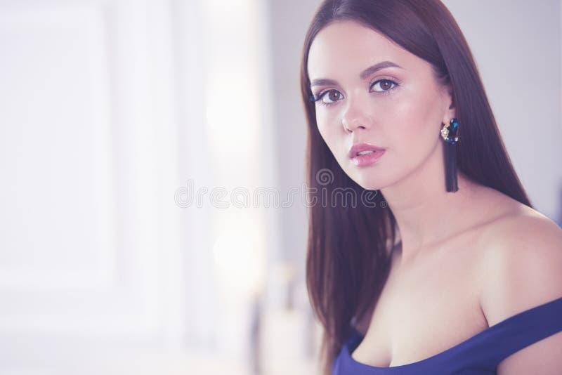 Πορτρέτο ομορφιάς του θηλυκού προσώπου με το φυσικό δέρμα στοκ εικόνες με δικαίωμα ελεύθερης χρήσης
