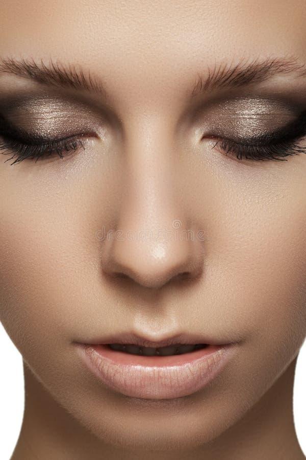 Πορτρέτο ομορφιάς του πρότυπου προσώπου με το visage μόδας στοκ φωτογραφία