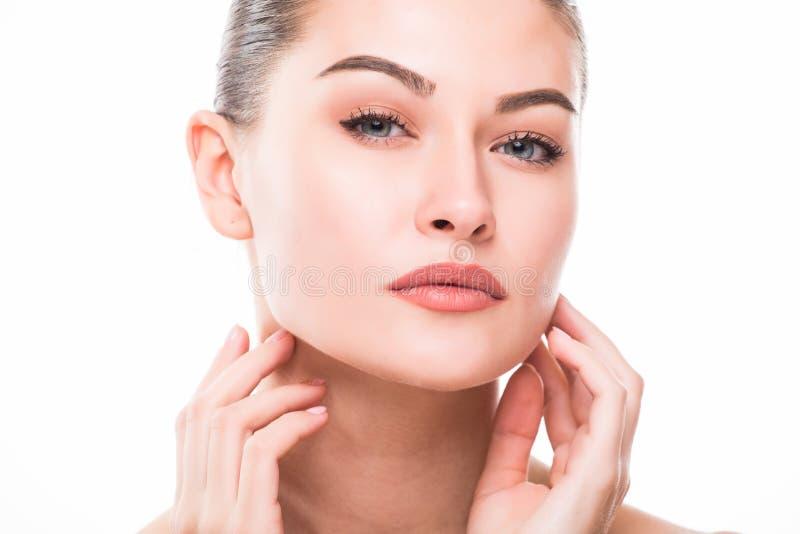 Πορτρέτο ομορφιάς Χαμόγελο Beautiful Spa γυναικών Τέλειο φρέσκο δέρμα Καθαρό πρότυπο ομορφιάς Νεολαία και έννοια φροντίδας δέρματ στοκ εικόνες