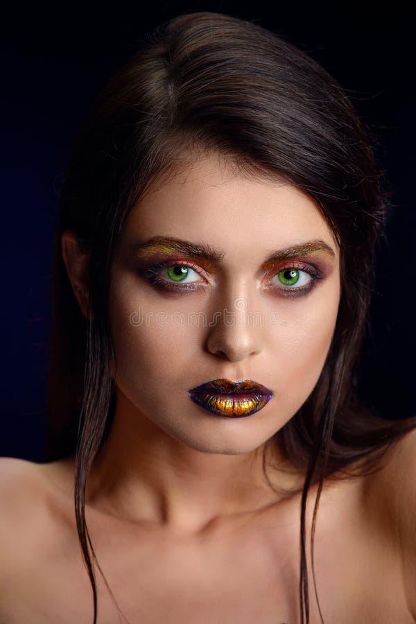 Πορτρέτο ομορφιάς χείλια μιας νέας γυναίκας στοκ εικόνα με δικαίωμα ελεύθερης χρήσης