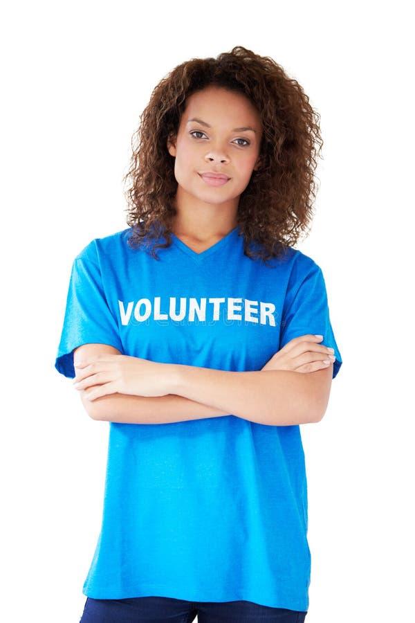 Πορτρέτο στούντιο της γυναίκας που φορά την εθελοντική μπλούζα στοκ φωτογραφία με δικαίωμα ελεύθερης χρήσης