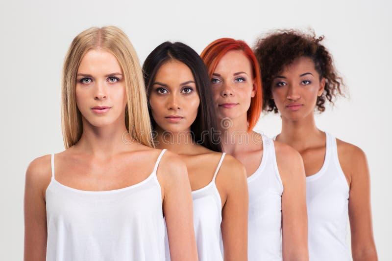 Πορτρέτο τέσσερις σοβαρές πολυ εθνικές γυναίκες στοκ εικόνες με δικαίωμα ελεύθερης χρήσης