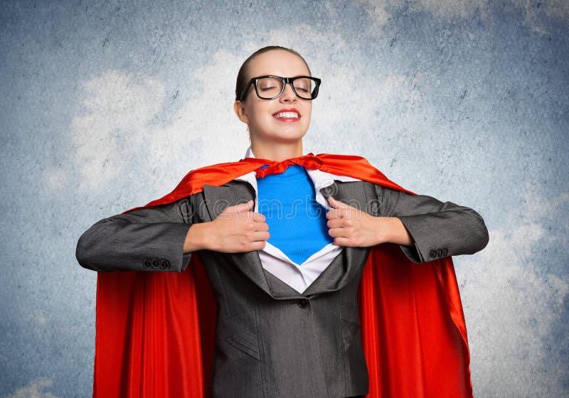 Πορτρέτο της έξοχης ηρωΐδας επιχειρησιακών γυναικών στοκ φωτογραφία