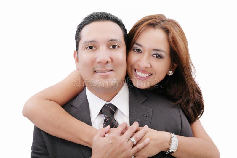 Αγκάλιασμα ζευγών αγάπης στοκ εικόνα με δικαίωμα ελεύθερης χρήσης