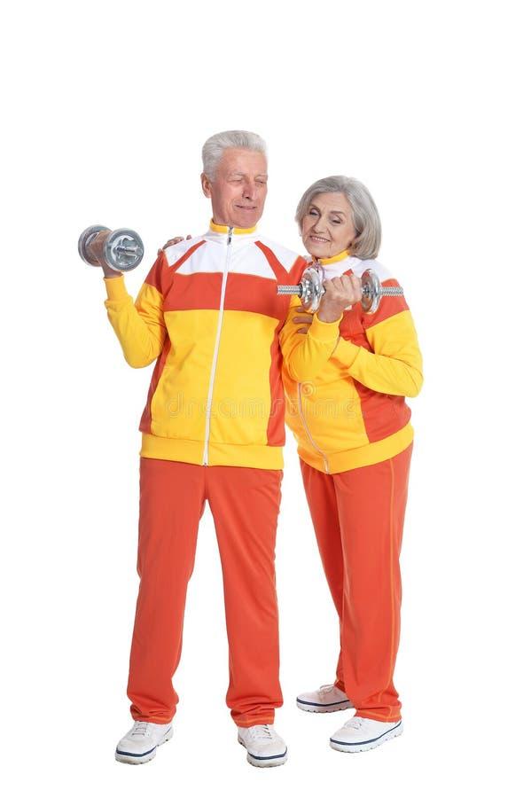 Πορτρέτο της ανώτερης άσκησης ζευγών που απομονώνεται στο άσπρο υπόβαθρο στοκ εικόνα με δικαίωμα ελεύθερης χρήσης