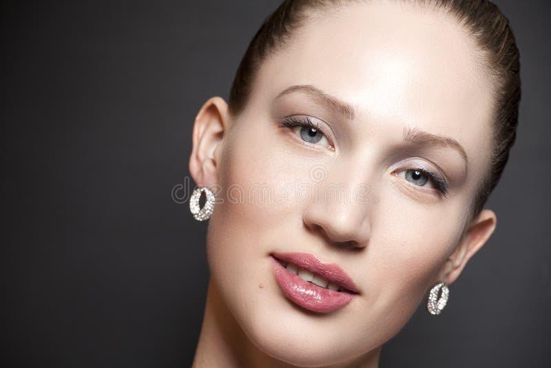 Πορτρέτο της γυναίκας ομορφιάς στοκ φωτογραφία με δικαίωμα ελεύθερης χρήσης