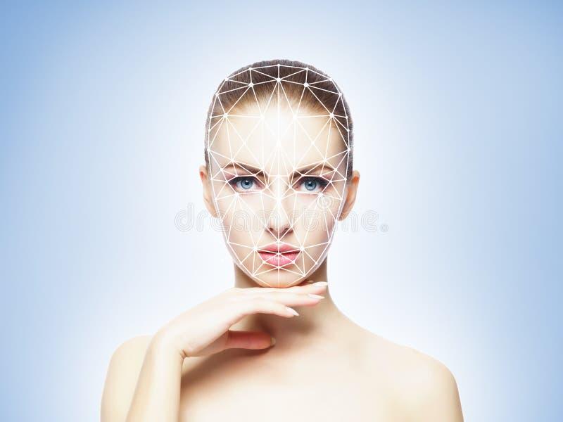 Πορτρέτο της ελκυστικής γυναίκας με ένα scnanning πλέγμα στο πρόσωπό της Ταυτότητα προσώπου, ασφάλεια, του προσώπου αναγνώριση, μ στοκ φωτογραφίες