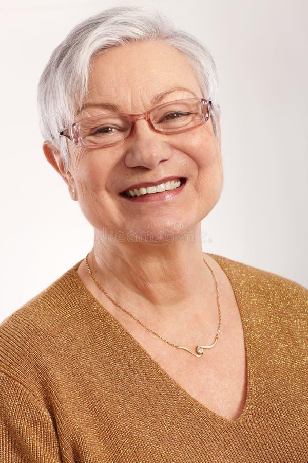 Πορτρέτο της ευτυχούς γιαγιάς στοκ φωτογραφίες