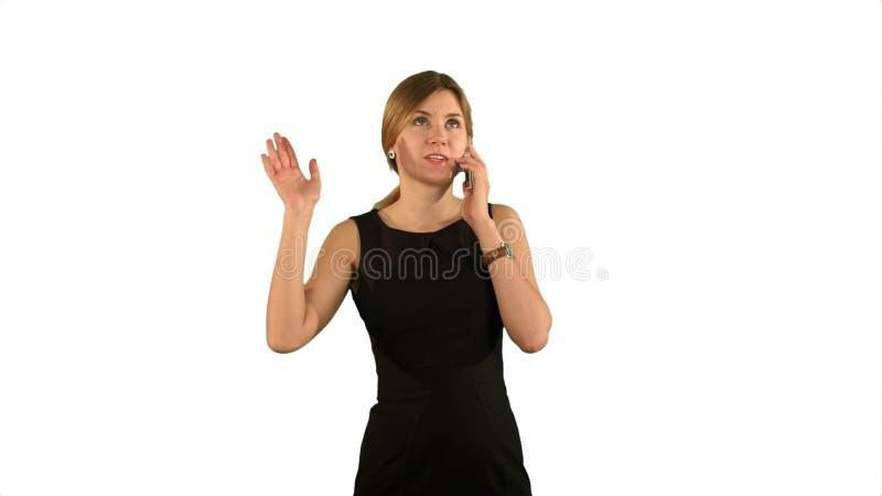 Πορτρέτο της ευτυχούς νέας ομιλίας γυναικών στο κινητό τηλέφωνο στο άσπρο υπόβαθρο που απομονώνεται στοκ φωτογραφίες με δικαίωμα ελεύθερης χρήσης
