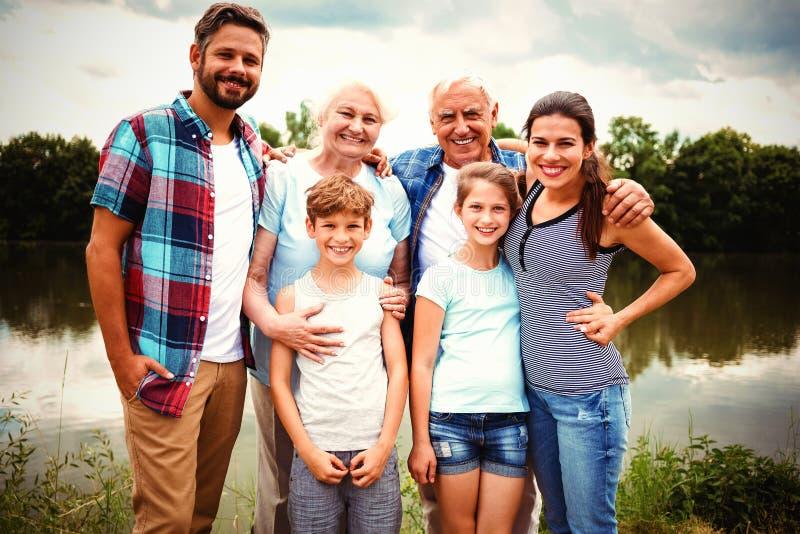 Πορτρέτο της ευτυχούς multi-generation οικογένειας στοκ εικόνα
