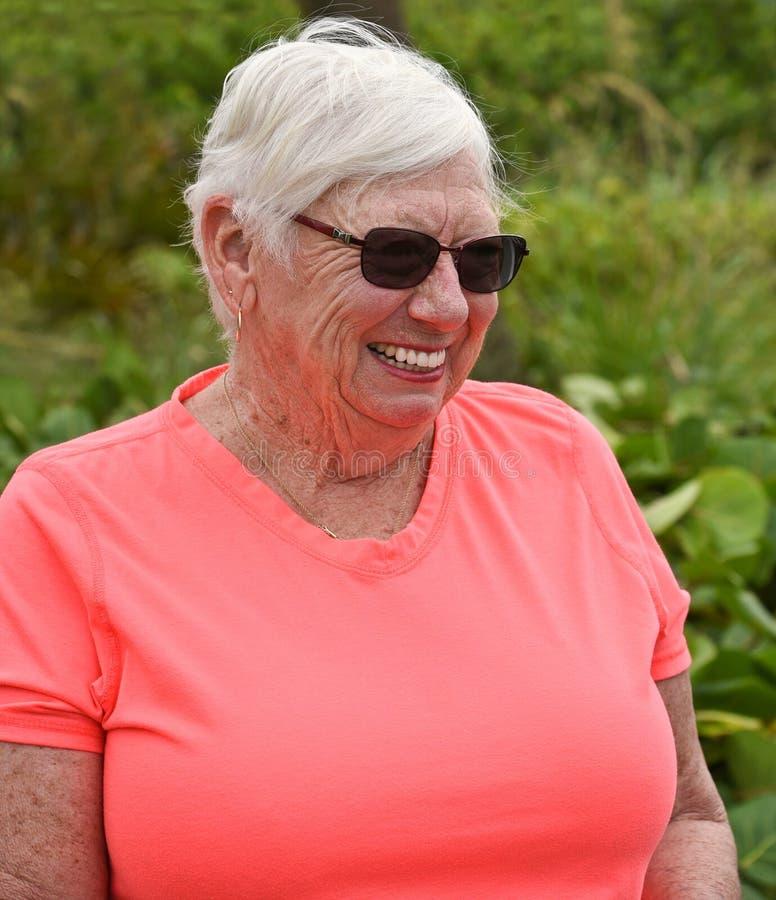 Πορτρέτο της ηλικιωμένης γυναίκας στοκ εικόνα