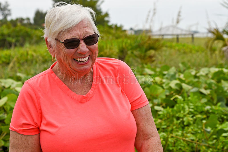 Πορτρέτο της ηλικιωμένης γυναίκας στοκ φωτογραφία με δικαίωμα ελεύθερης χρήσης