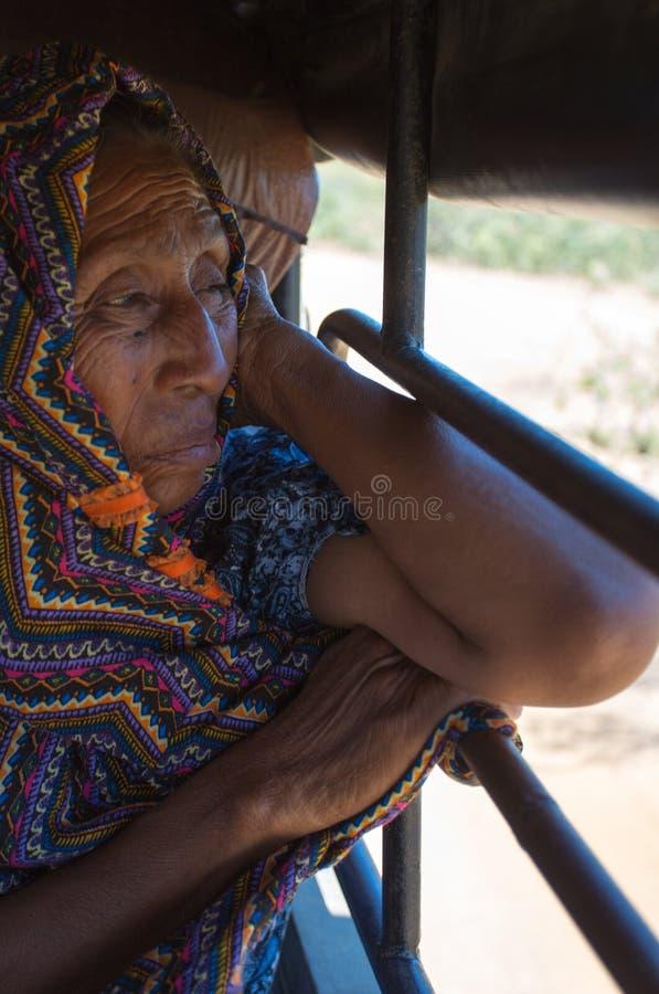 Πορτρέτο της ινδικής ηλικιωμένης γυναίκας Wayuu στοκ φωτογραφίες
