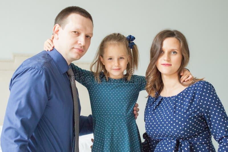 Πορτρέτο της κόρης μητέρων, πατέρων και παιδιών στοκ εικόνα