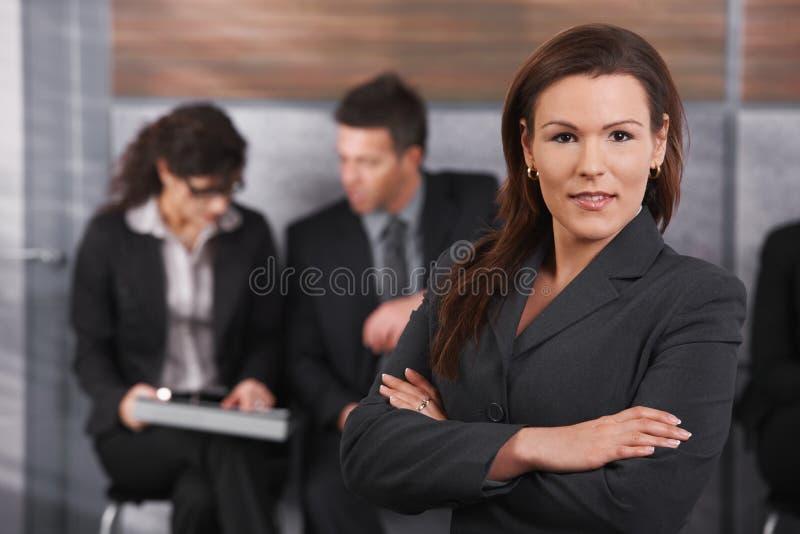 Πορτρέτο της μέσος-ενήλικης επιχειρηματία στοκ εικόνα