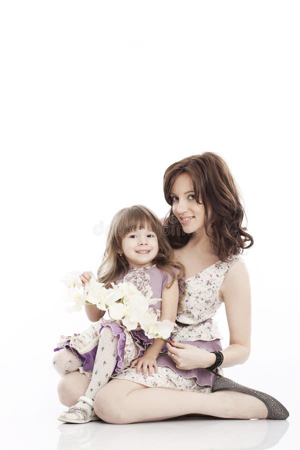 Πορτρέτο της μητέρας και λίγης κόρης στοκ εικόνα με δικαίωμα ελεύθερης χρήσης