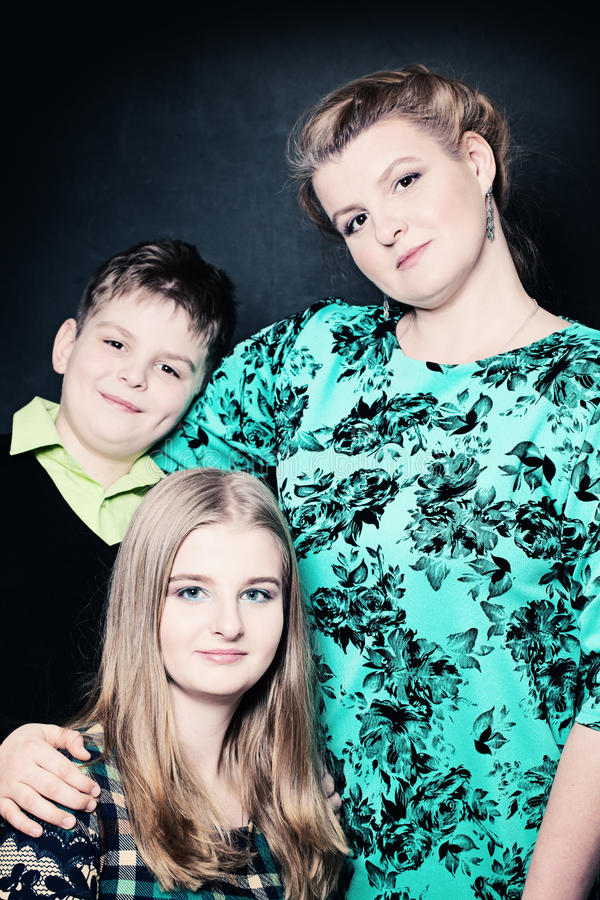 Πορτρέτο της μητέρας και των παιδιών άνθρωποι πραγματικοί στοκ εικόνα