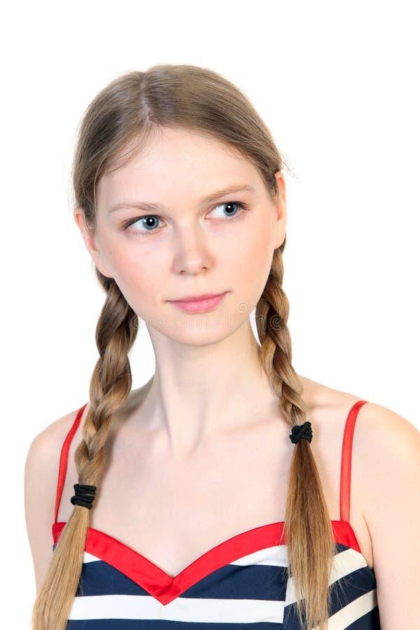 Πορτρέτο της νέας γυναίκας με τις πλεξούδες στοκ εικόνες