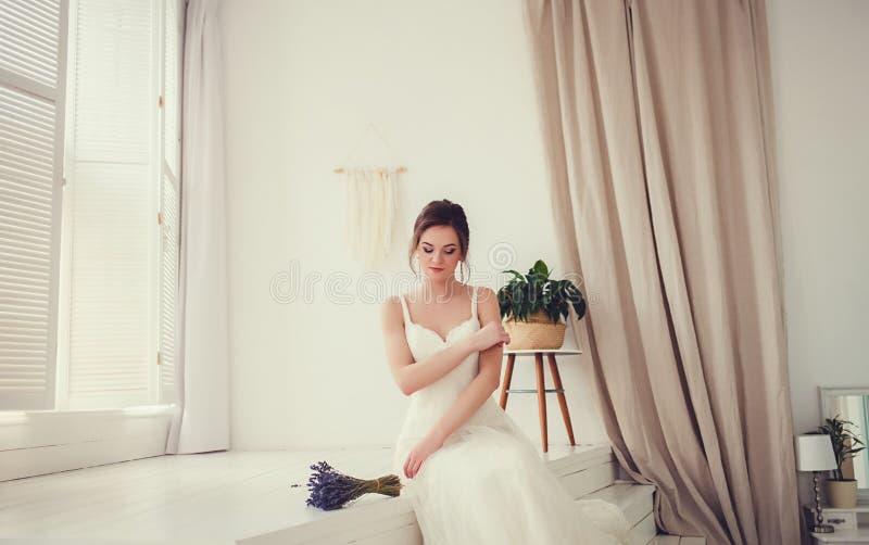 Πορτρέτο της νέας πανέμορφης νύφης στοκ φωτογραφία με δικαίωμα ελεύθερης χρήσης