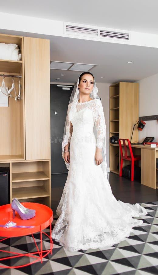 Πορτρέτο της νέας πανέμορφης νύφης στοκ εικόνες