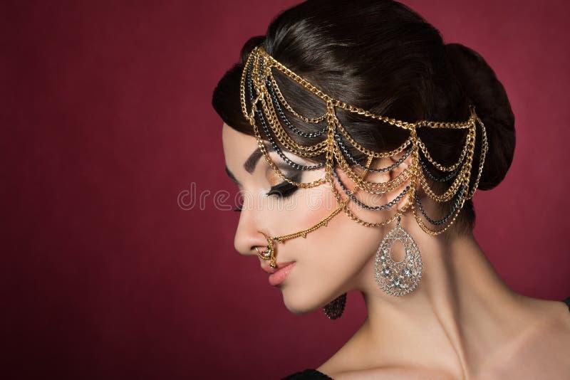 Πορτρέτο της νέας όμορφης ασιατικής γυναίκας στοκ φωτογραφία