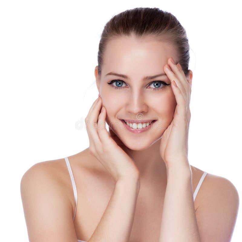 Πορτρέτο της νέας όμορφης γυναίκας με το υγιές δέρμα στοκ εικόνα με δικαίωμα ελεύθερης χρήσης