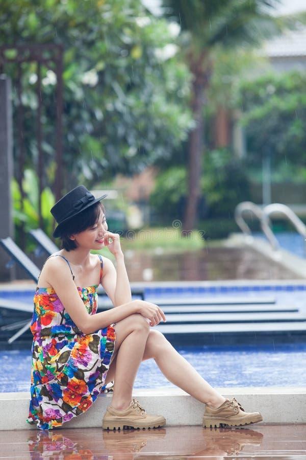 Πορτρέτο της νέας beuatiful ασιατικής γυναίκας που φορά το δονούμενο χρώμα SK στοκ εικόνες με δικαίωμα ελεύθερης χρήσης